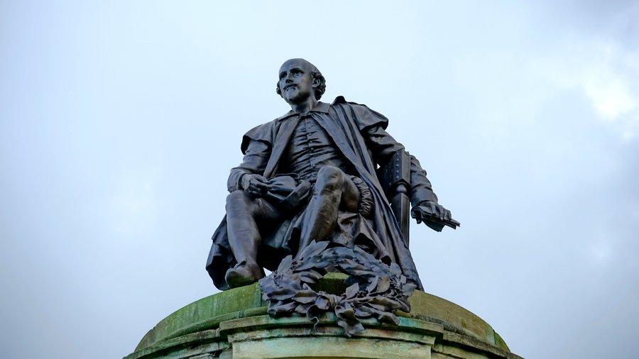 william shakespeare statue